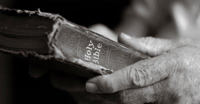 bible_hands